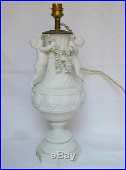 Lampe en BISCUIT de PORCELAINE aux putti de style Louis XVI époque 1900
