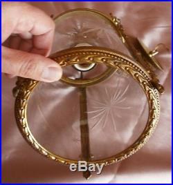 Lanterne en bronze doré style Louis XVI à noeud Marie Antoinette et verre taillé