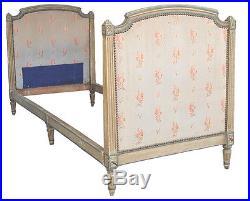 Lit de style Louis XVI laqué
