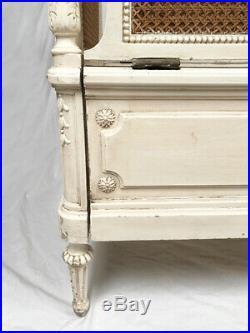 Lit denfant de style Louis XVI, Fin XIXe, début XXe
