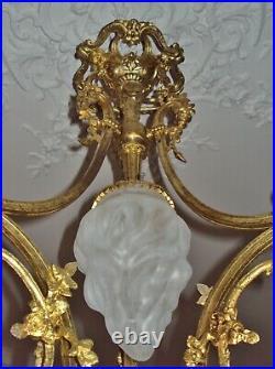Lustre Napoléon III bronze doré style Louis XVI tulipe rose et flambeau