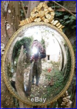 Miroir de Sorcière dans un cadre ovale en laiton de style Louis XVI