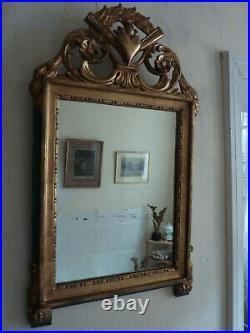 Miroir de style Louis XVI, bois sculpté et doré, modèle au cur enflammé