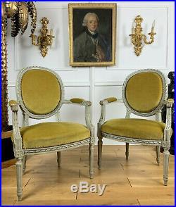 PAIRE DE FAUTEUILS 19e STYLE LOUIS XVI EN BOIS SCULPTÉ ET PATINÉ TISSU VELOURS