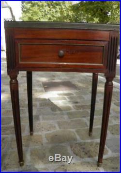 PAIRE DE TABLES DE CHEVET STYLE LOUIS XVI deco château XVIIIeme