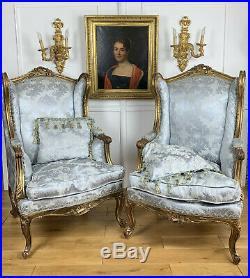 Paire De Bergeres A Oreilles En Bois Sculpté Et Doré De Style Louis XVI
