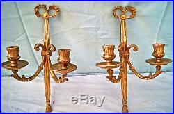 Paire d' applique murale. Bougeoir 2 feux en bronze. Style Louis XVI. H 32 cm