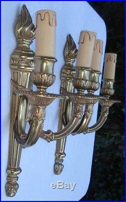 Paire d'appliques à large platine Flambeaux Bronze style Louis XVI vintage 1970