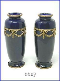 Paire de Vases & Bleu de Sèvres Laiton Doré & Style Louis XVI Non Signés Ref D