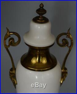 Paire de Vases couverts Marbre blanc et bronze Style Louis XVI France, XIXe