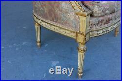 Paire de bergères à oreilles style Louis XVI laquées dorées