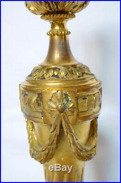 Paire de bougeoirs de style LOUIS XVI en BRONZE ciselé et DORE, époque XIXe