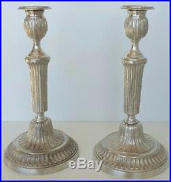 Paire de candélabres de style Louis XVI en bronze ciselé et argenté