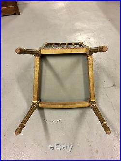 Paire de chaises de chambre à coucher style Louis XVI dorées Napoléon III