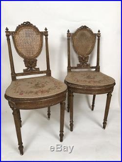 Paire de chaises de style Louis XVI bois doré