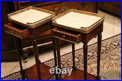 Paire de chevets bouts de canapé de style Louis XVI acajou marbre blanc