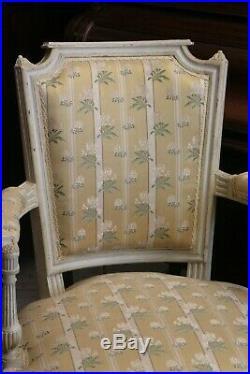 Paire de fauteuil cabriolet style Louis 16 estampillé Jean MOCQUE Paris