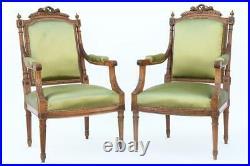 Paire de fauteuils cabriolet de style Louis XVI