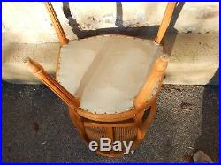 Paire de fauteuils cabriolet de style Louis XVI cannage et cuir