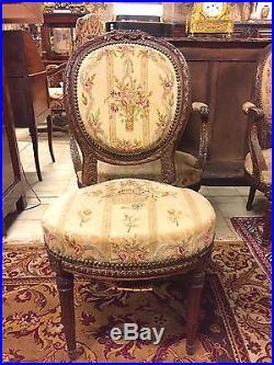 Paire de fauteuils et chaises médaillon style Louis XVI acajou petit point