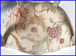 Paire de fauteuils médaillon de style Louis XVI
