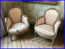 Paire de fauteuils style Louis XVI médaillon pair armchairs