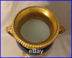 Paire de vases de style Louis XVI porcelaine bleu de four et bronze doré XIX ème
