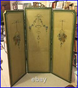 Paravent en bois doré époque Napoléon III portant peintures de style Louis XVI