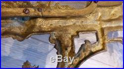 Pare-feu De Style Transition Louis XV-louis XVI En Bronze Doré Attributs Musique