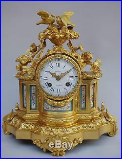 Pendule de style Louis XVI en bronze doré