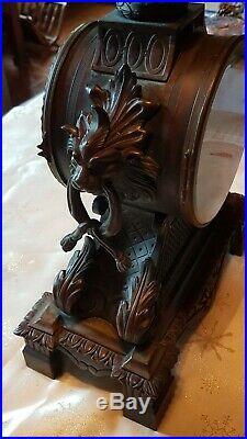 Pendule en bronze à patine brune style louis XVI hauteur 52 cm