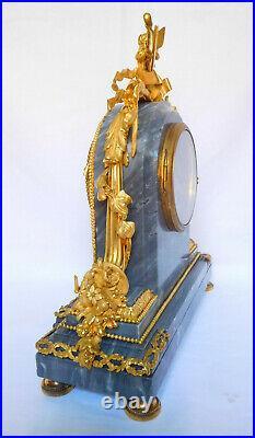 Pendule en bronze ciselé, doré & marbre bleu Turquin style Louis XVI XIXe siècle