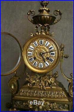 Pendule en bronze de style Louis 16