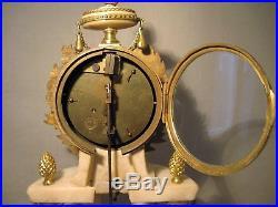 Pendule portique style Louis XVI marbre et bronze doré XIX ème siècle
