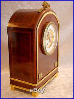 Pendule style Louis XVI en acajou marqueté et bronze doré