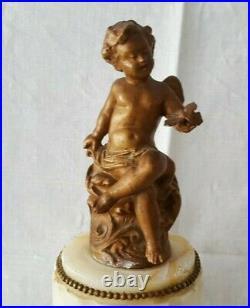 Petite pendule stylé Louis XVI angelot putti sur colonne marbre albâtre