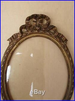 Rare paire de cadres ovales dorés de style Louis XVI Fin XIXe siècle