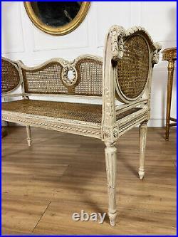 Salon En Cannage D'époque Napoléon III En Bois Laqué De Style Louis XVI