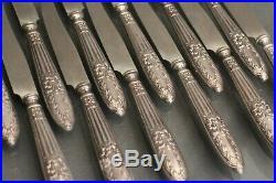 Suite de 12 couteaux à fruits 19e manches argent style Louis 16