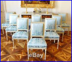 Suite de 8 chaises de salle à manger de style LOUIS XVI, garniture de soie bleue