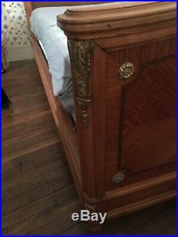 Superbe lit avec son chevet de style Louis XVI TBE