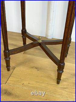 Table / Gueridon En Marqueterie Orné De Bronze De Style Louis XVI