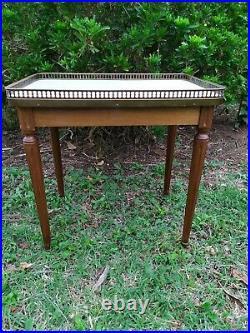Table en Acajou Marbre et Laiton bout de canapé style Louis XVI