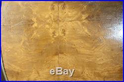 Table / guéridon de style Louis XVI en placage de loupe d'orme orné de bronze