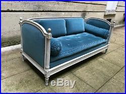 Très jolie banquette style Louis XVI en velours bleu