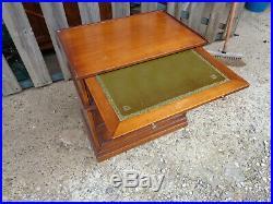 Très jolie chevet style Louis XVI merisier tablette canapé queues d'arondes