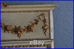 Trumeau de style Louis XVI époque XIXème en boistet stuc laqué doré