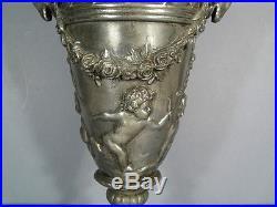 Vase De Style Louis XVI Daprès Clodion / Vase En Étain Putti Et Têtes De Bouc